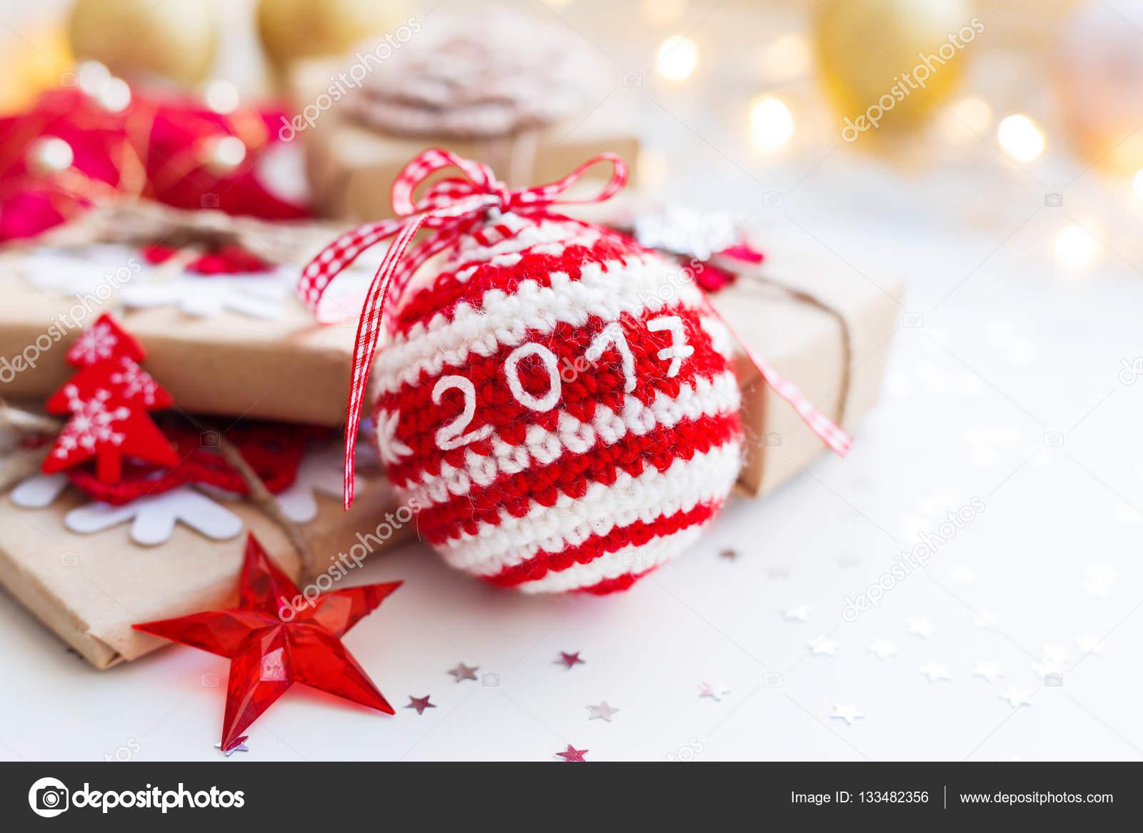 Fondo de navidad y a o nuevo 2017 con punto pelota a mano for Adornos navidenos 2017 trackid sp 006