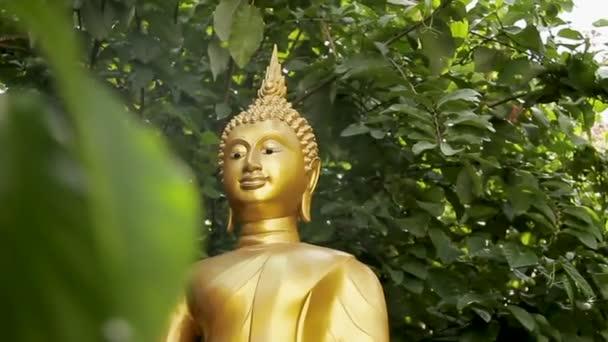 Arany szobor bokrok. Golden mount Wat Saket Bangkok Thaiföld.