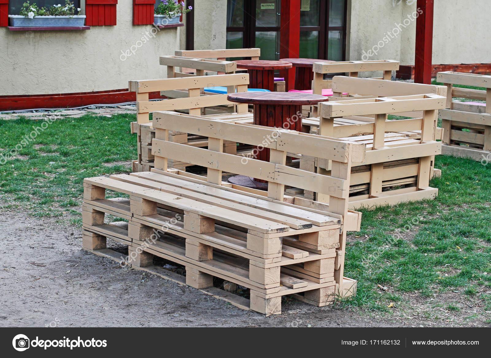 Mesas hechas con palets top taburetes hechos con palets - Sillas hechas con palets ...