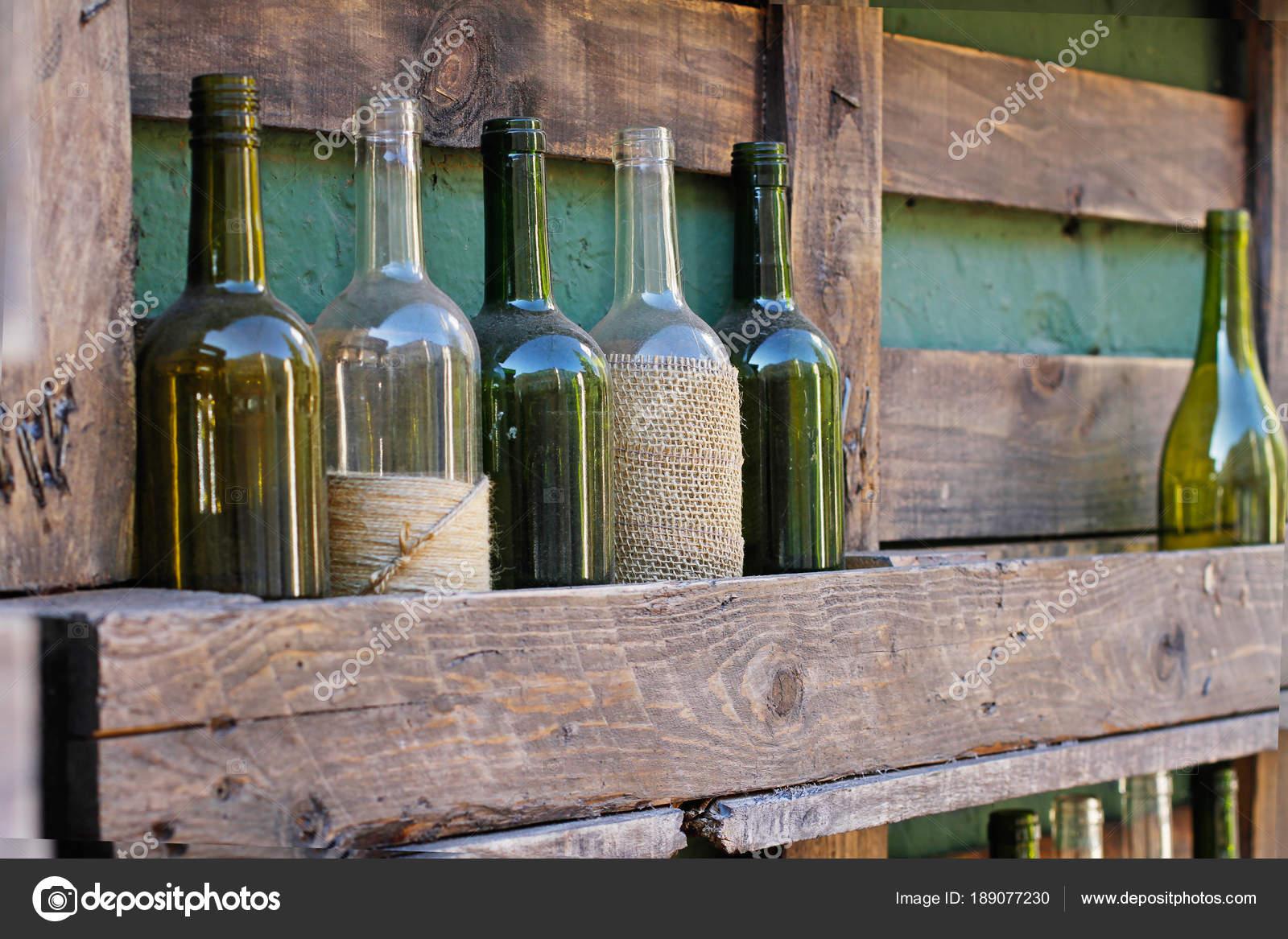 Botellas Vidrio Decoracion Con Guita Cajas Madera Fotos De Stock - Vidrio-decoracion