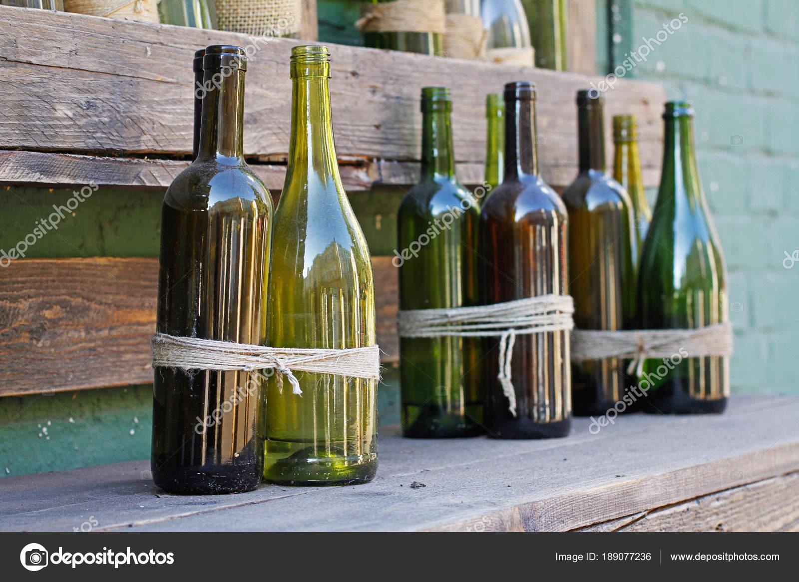 Botellas Vidrio Decoracion Con Guita Cajas Madera Foto De Stock - Vidrio-decoracion