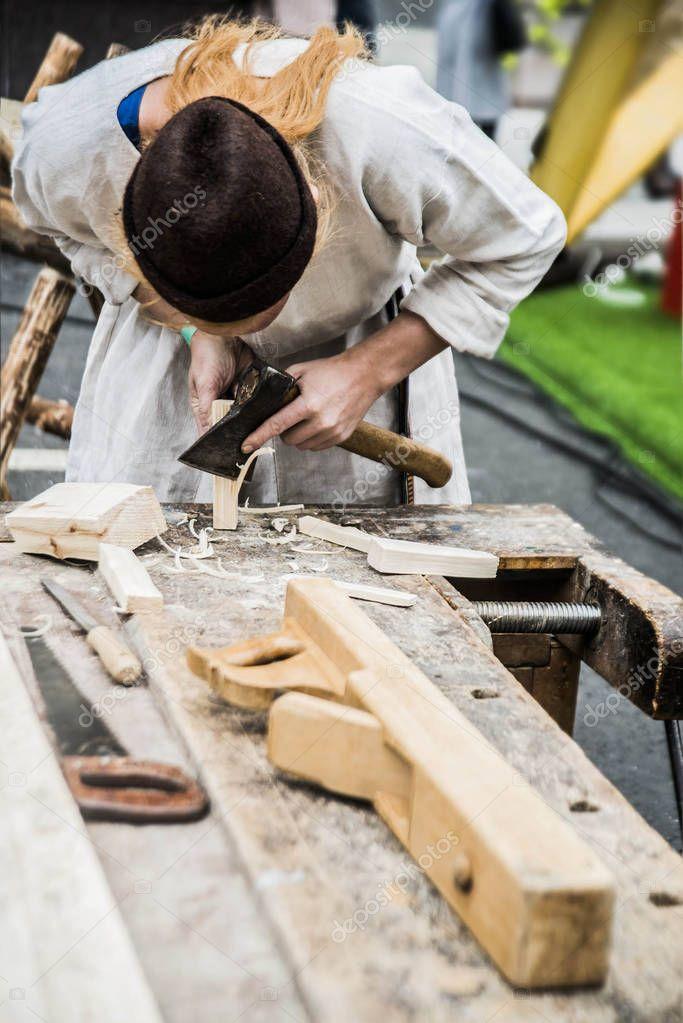 картинка плотник с топором потому что они