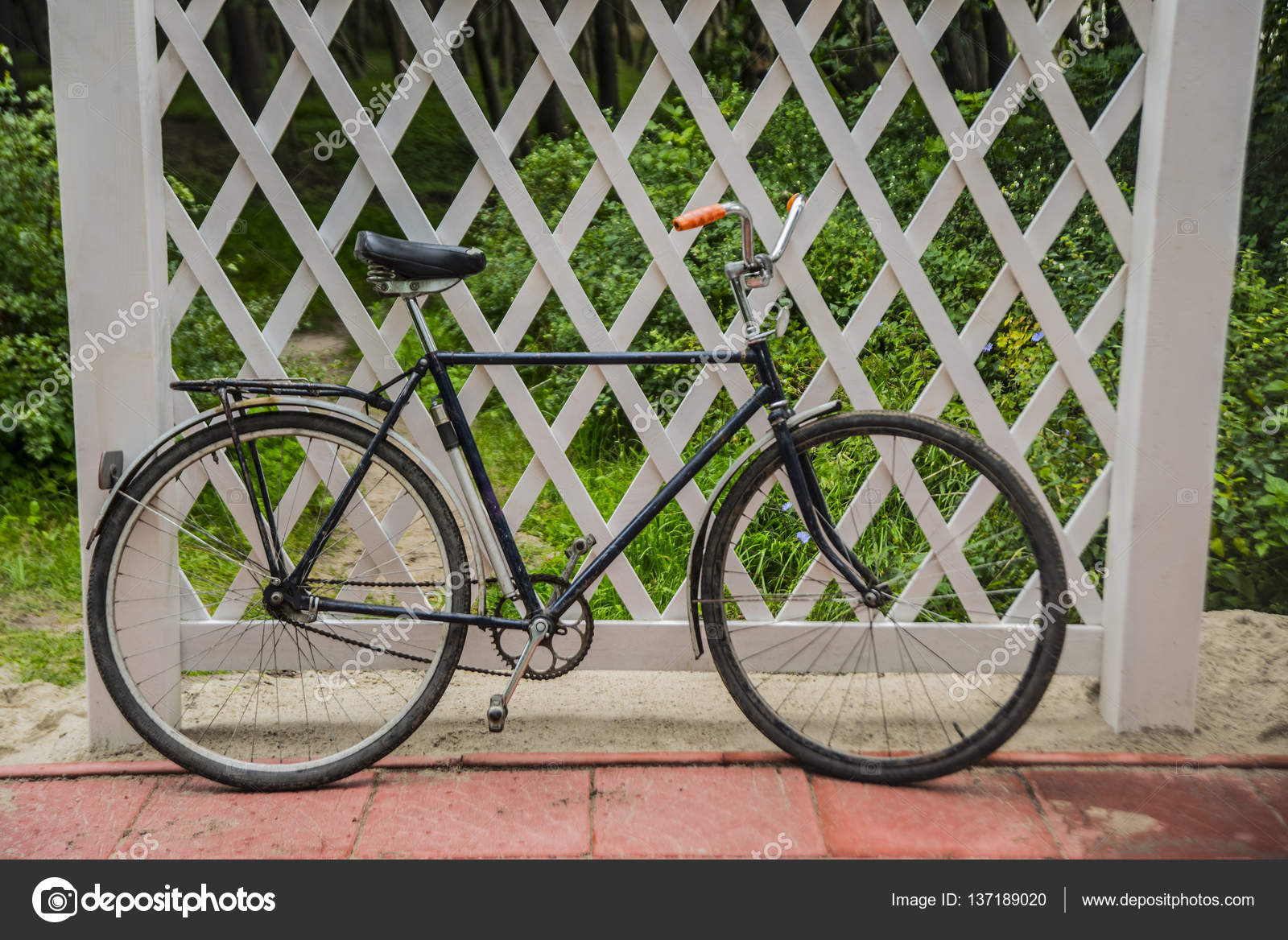 Black vintage retro bicycle — Stock Photo © borjomi88 #137189020