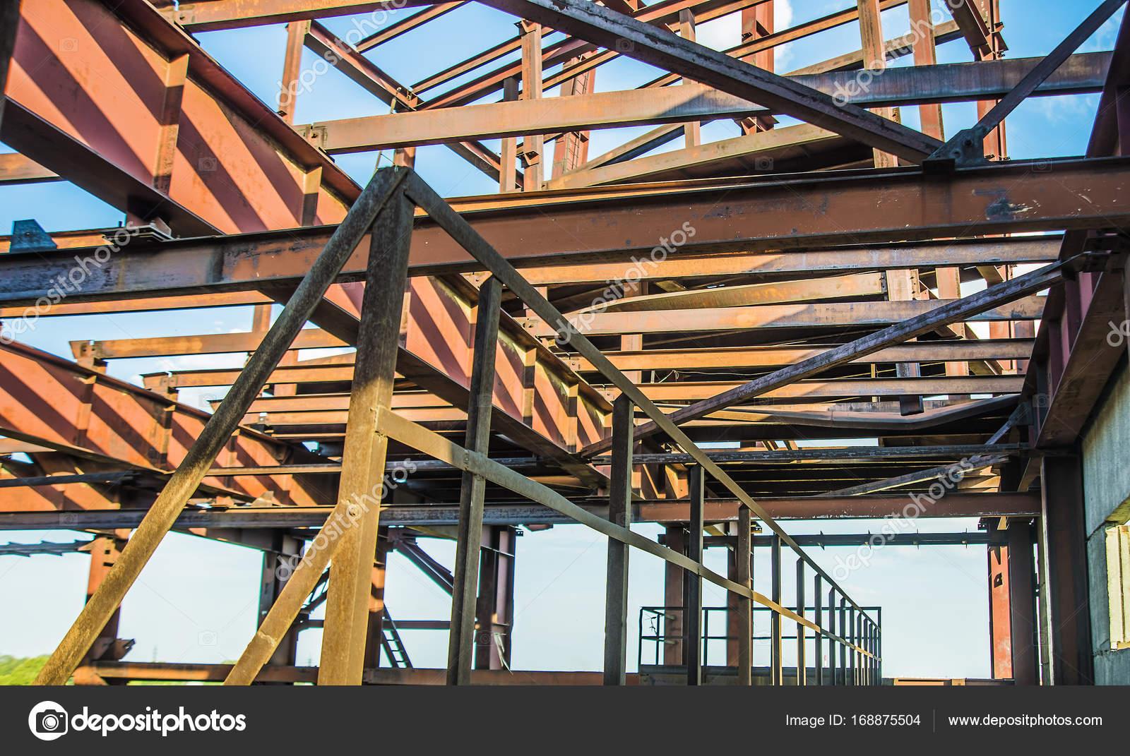Moderne Metall-Rahmenkonstruktion — Stockfoto © borjomi88 #168875504