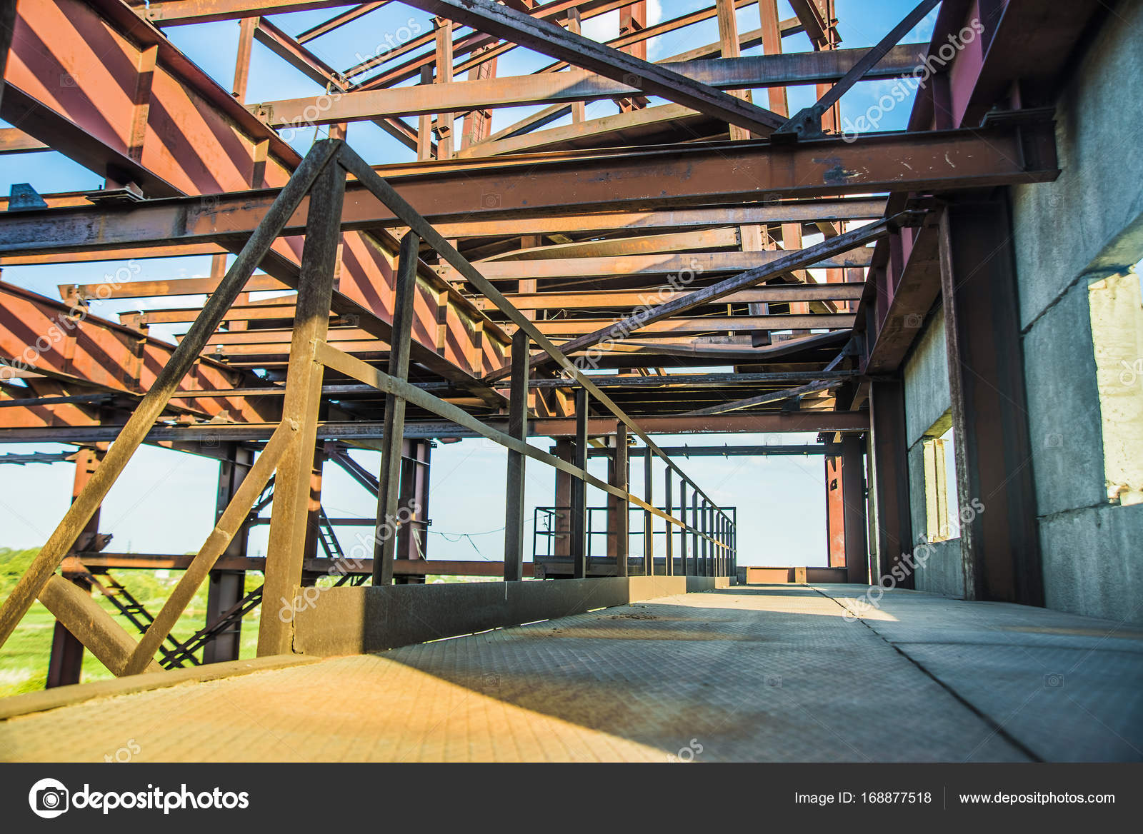 Moderne Metall-Rahmenkonstruktion — Stockfoto © borjomi88 #168877518