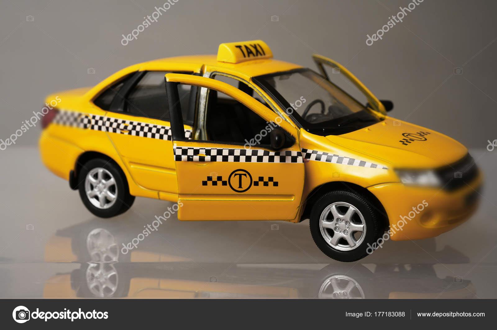 Modelo — Concepto Foto Amarillo Coche Servicio Del De Juguete Taxi A5R3jL4