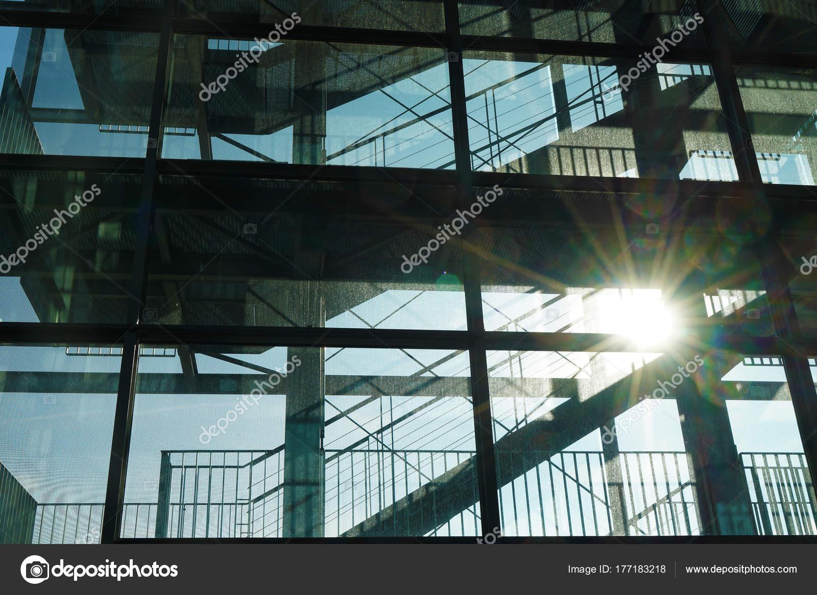 Stein Treppe Modernes Interieur Glasgeländer Niedrige Winkel Ansicht ...