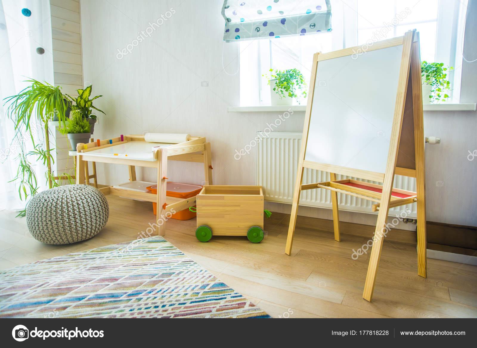 Camera asilo con sgabello tavolo pittura camera bambini mobili