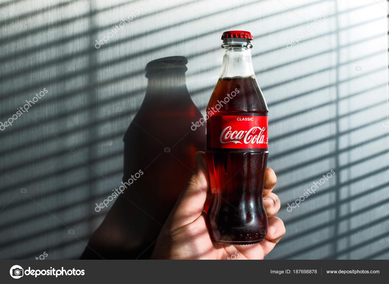 Amerikanischer Kühlschrank Coca Cola : Moskau russland februar foto von coca cola classic