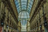 Milano, 18 giugno 2014: Galleria Vittorio Emanuele in Piazza Piazza Duomo in mattina, Milano, Italia. Cupola di vetro della Galleria Vittorio Emanuele a Milano, Italia