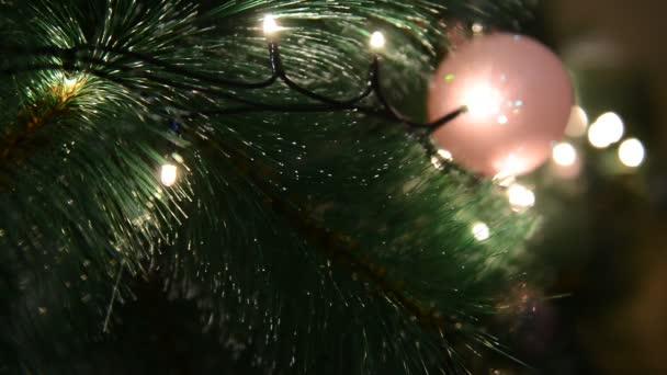 Vánoční stromeček hračky s věncem na vánoční stromeček