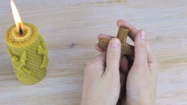 Imádkozó kezek gazdaság ortodox kereszt