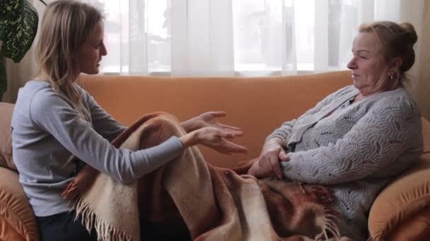 Nagymama és unokája beszélget