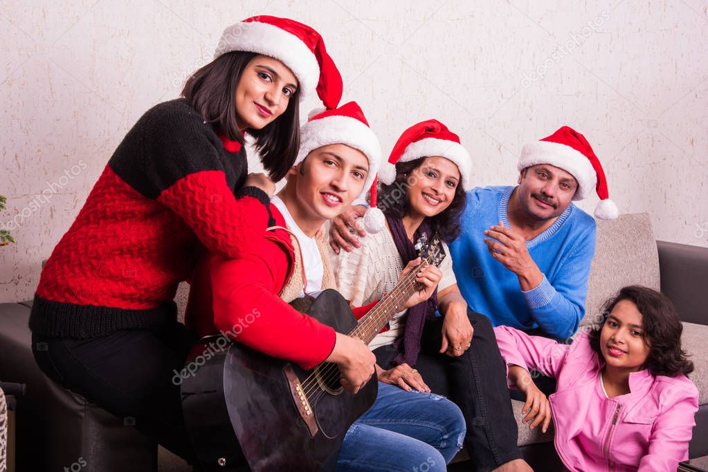 Family, christmas , holidays and people concept - happy