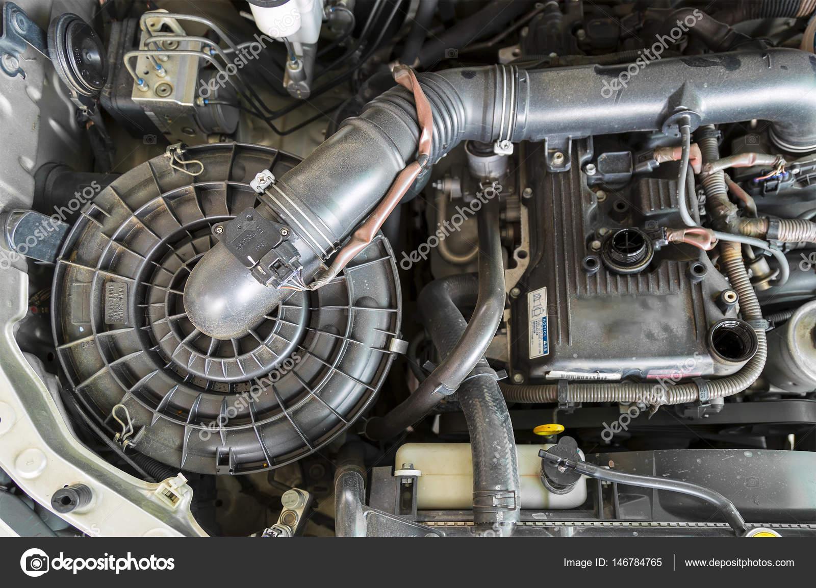 Innenansicht der Automotor einschließlich Luftfilter, poliert Filte ...