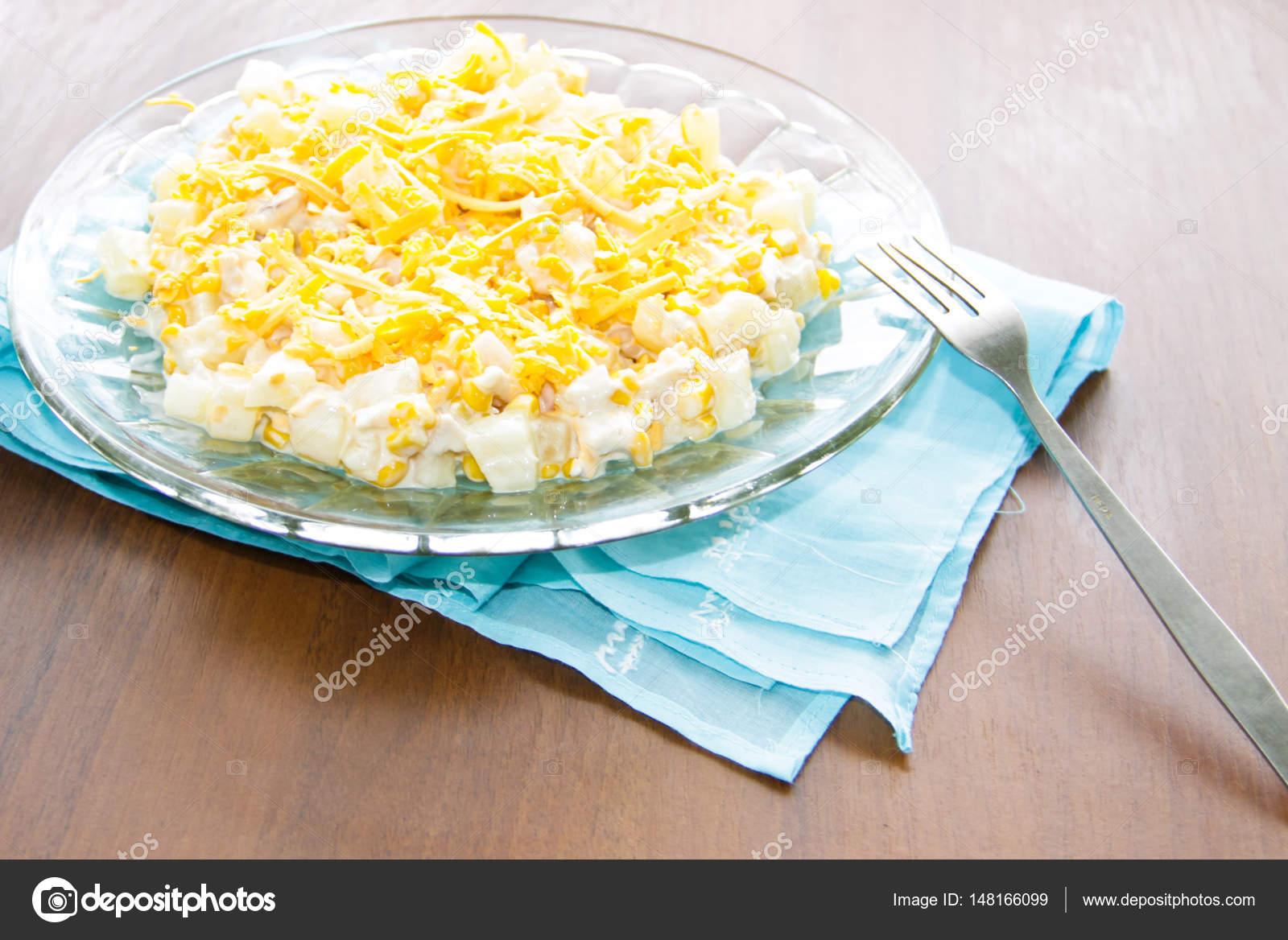 Ananas ve tavuk göğsü ile salata: orijinal ve lezzetli