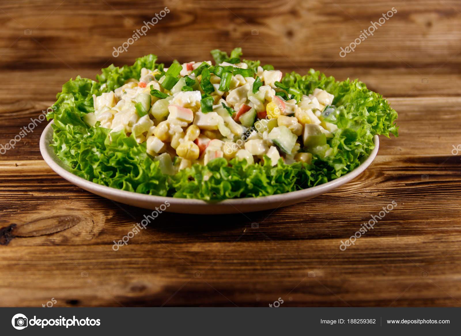 Салат крабовые палочки рис кукуруза майонез