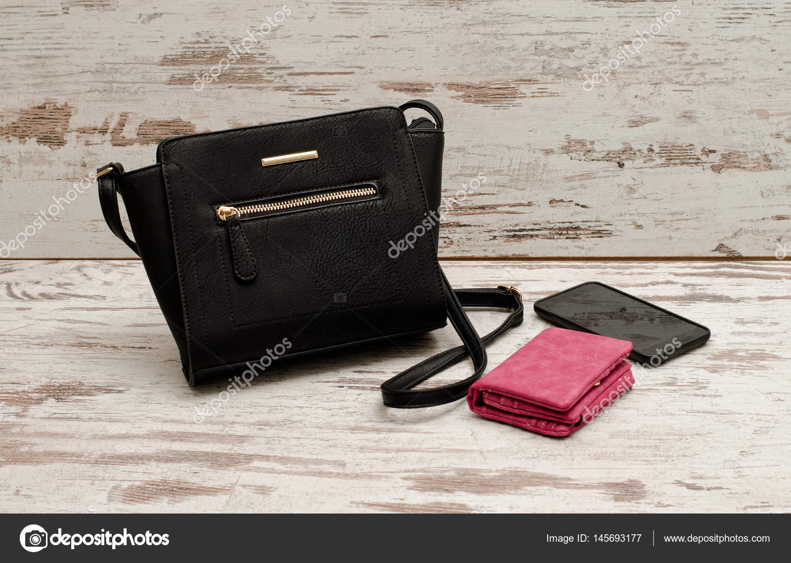 3ef7ad3a91 Μικρή Μαύρη γυναικεία τσάντα