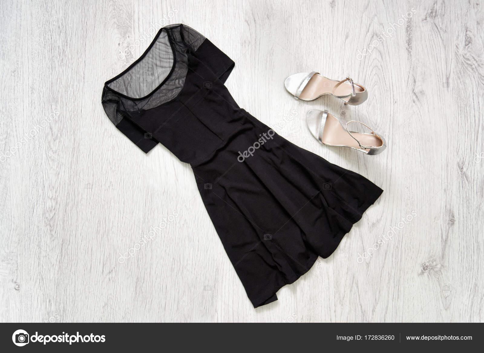 Zapatos para un vestido negro con plata