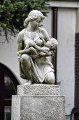 Stone symbolem mateřství s matkou a dítětem