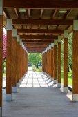 Dřevěná pergola v parku Poděbrady