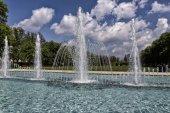 Velké fontány za podmračené oblohy
