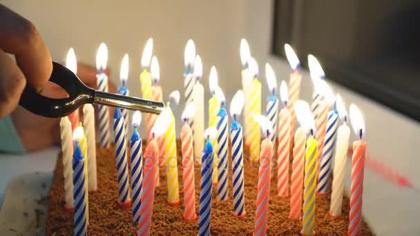 Narozeninový dort s mnoha svic