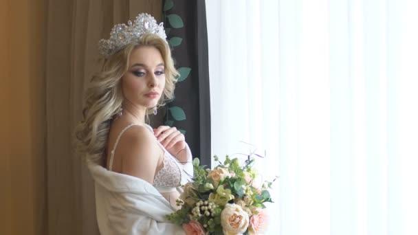 Gyönyörű menyasszony csokor kézben
