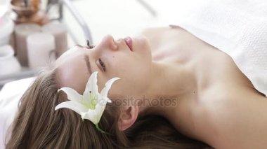popular sala de masaje sentado en la cara