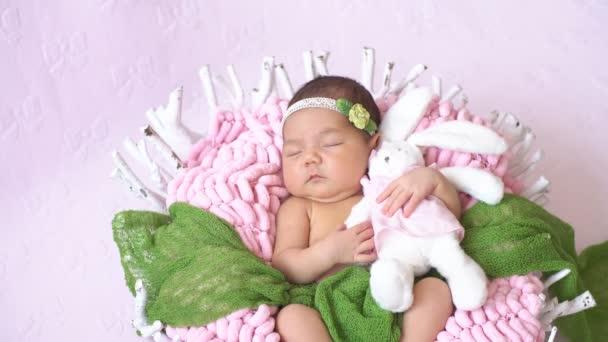 Malé novorozence Baby. Šťastný rodinný koncept