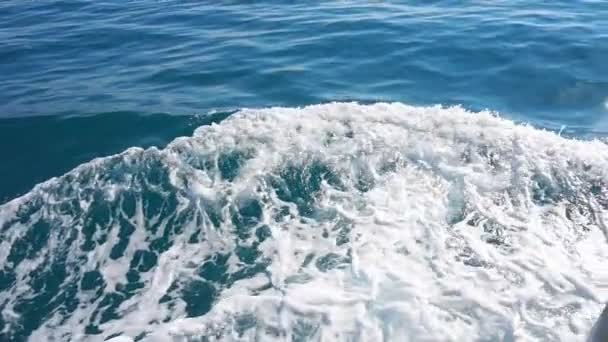 Výletní loď wake - stezka v oceánu, pomalý pohyb