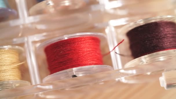 Pro zařazování podprocesu pro šicí stroj různé barvy.