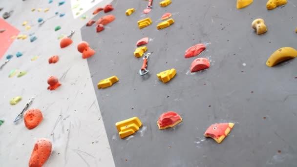 Vnitřní horolezectví tělocvičny zdi detaily zblízka.
