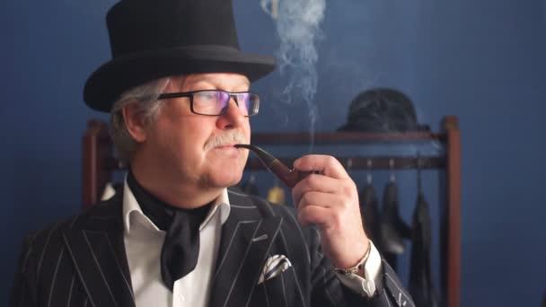 Posh érett úriember meglátogatta a szabók bolt portréja. Lassú mozgás