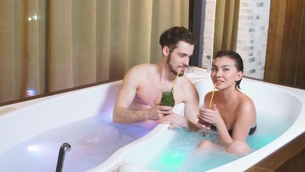 Wellness-Programm für Paare. Romantisches Date für Amorose im Kurort.