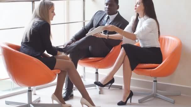 Skupina mladých podnikatelů má neformální setkání