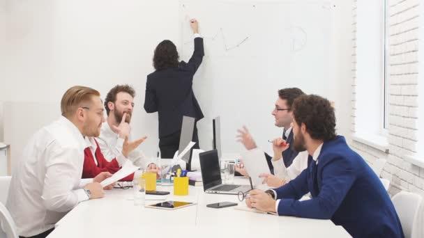 Sikeres üzleti csapat modern irodában