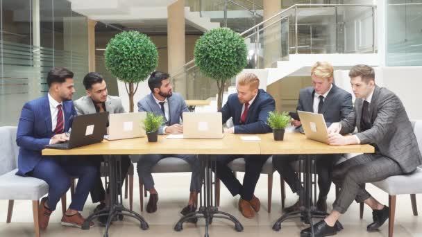 Mladí nadšení vůdci ze dvou různých zemí se sešli, aby prodiskutovali nový projekt