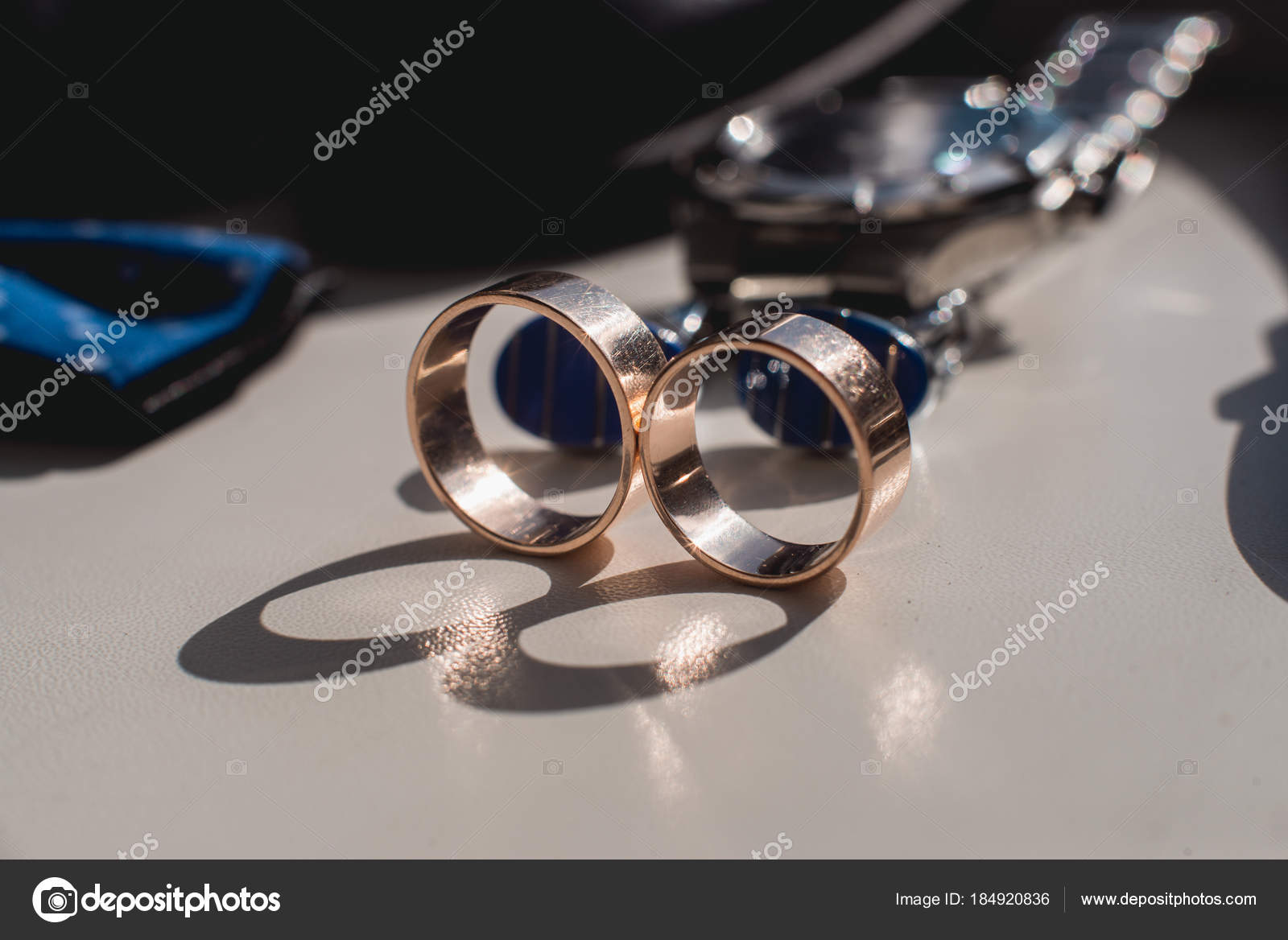Anillos de boda. Zapatos de cuero negro 891ff24d16d5