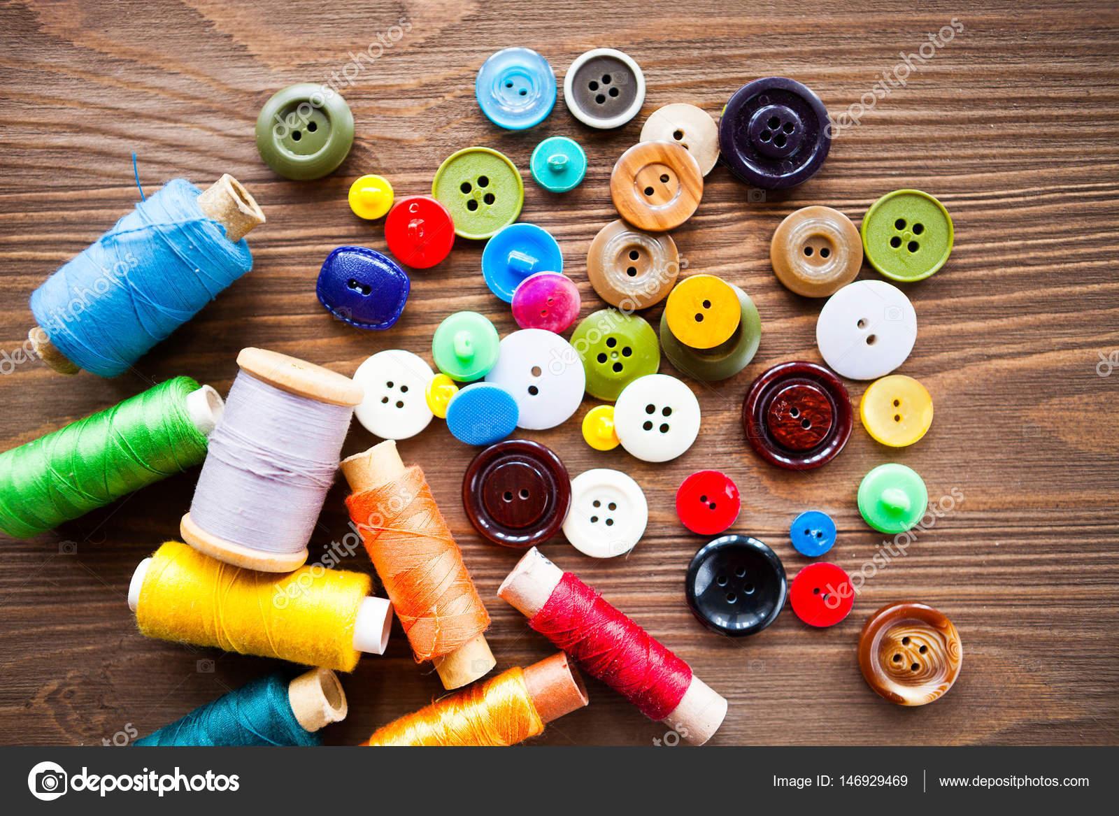 69056cbd7e95 Μοτίβο κοπής ψαλίδι, ύφασμα, σχέδια, μετροταινία, μασούρια κλωστής, κουμπιά  χρειάζεται ράψιμο ρούχα. Στοιχεία για την προσαρμογή — Εικόνα από ...