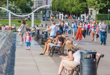Vacationers people in Gorky Park in Sunny weather