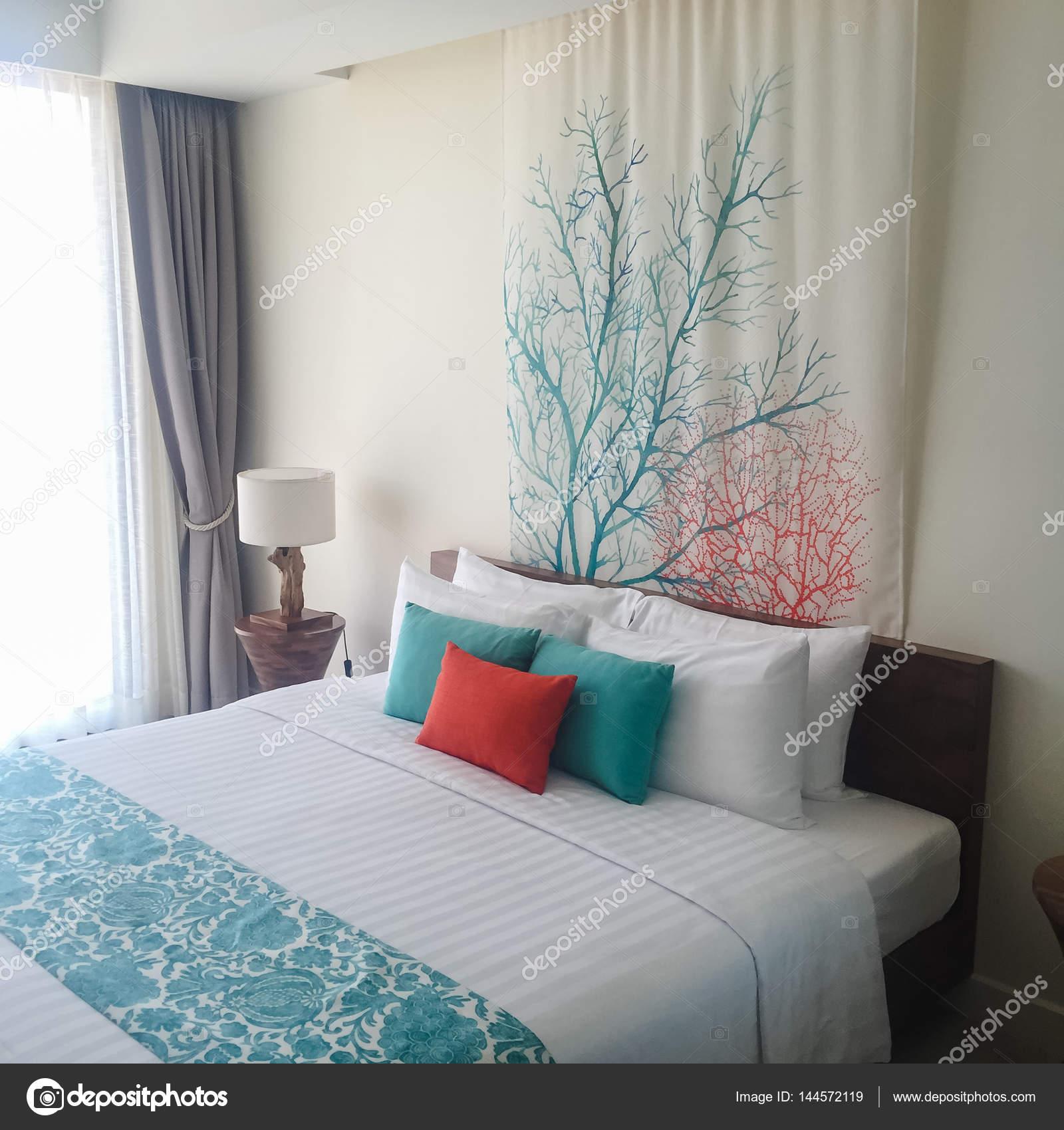 Habitación limpia con literas de madera. Fotos de estilo de efecto ...
