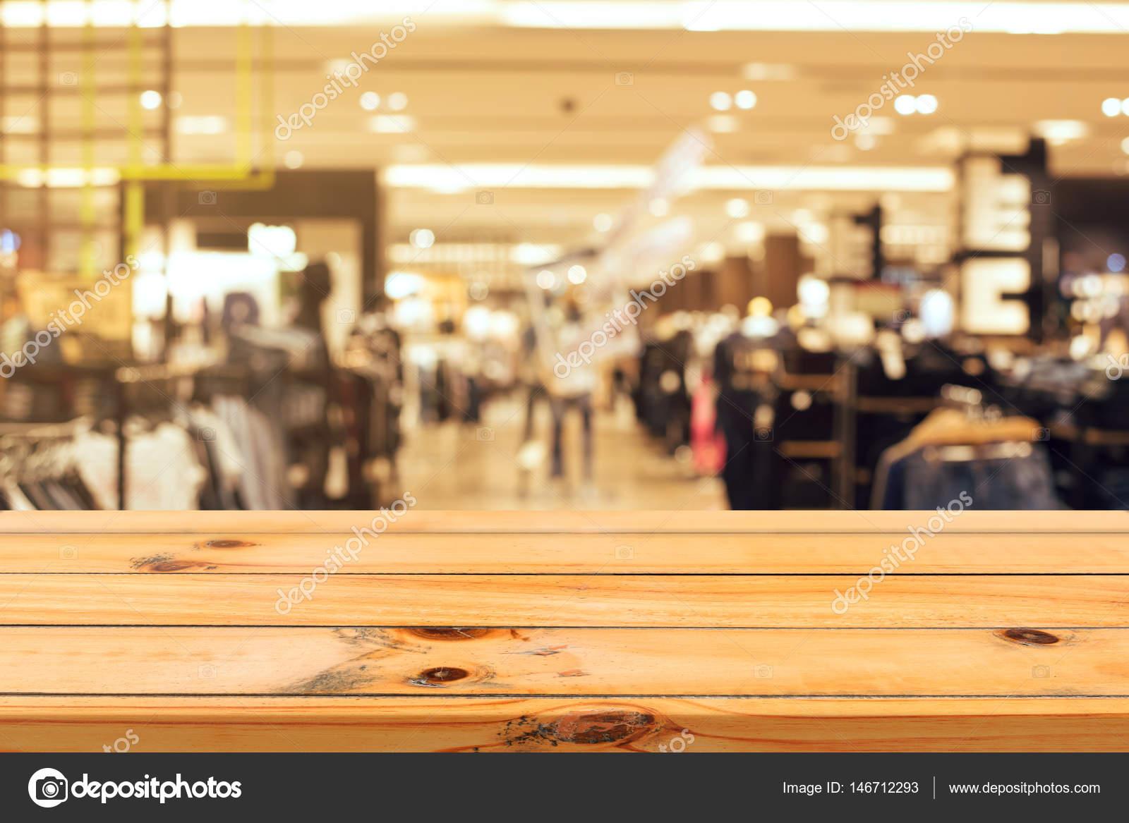 Leere Tabelle Holzbrett unscharf Hintergrund. Perspektive braun ...
