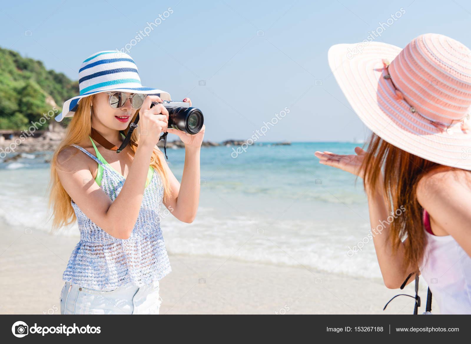Фото двух брюнеток на пляже фото 363-282