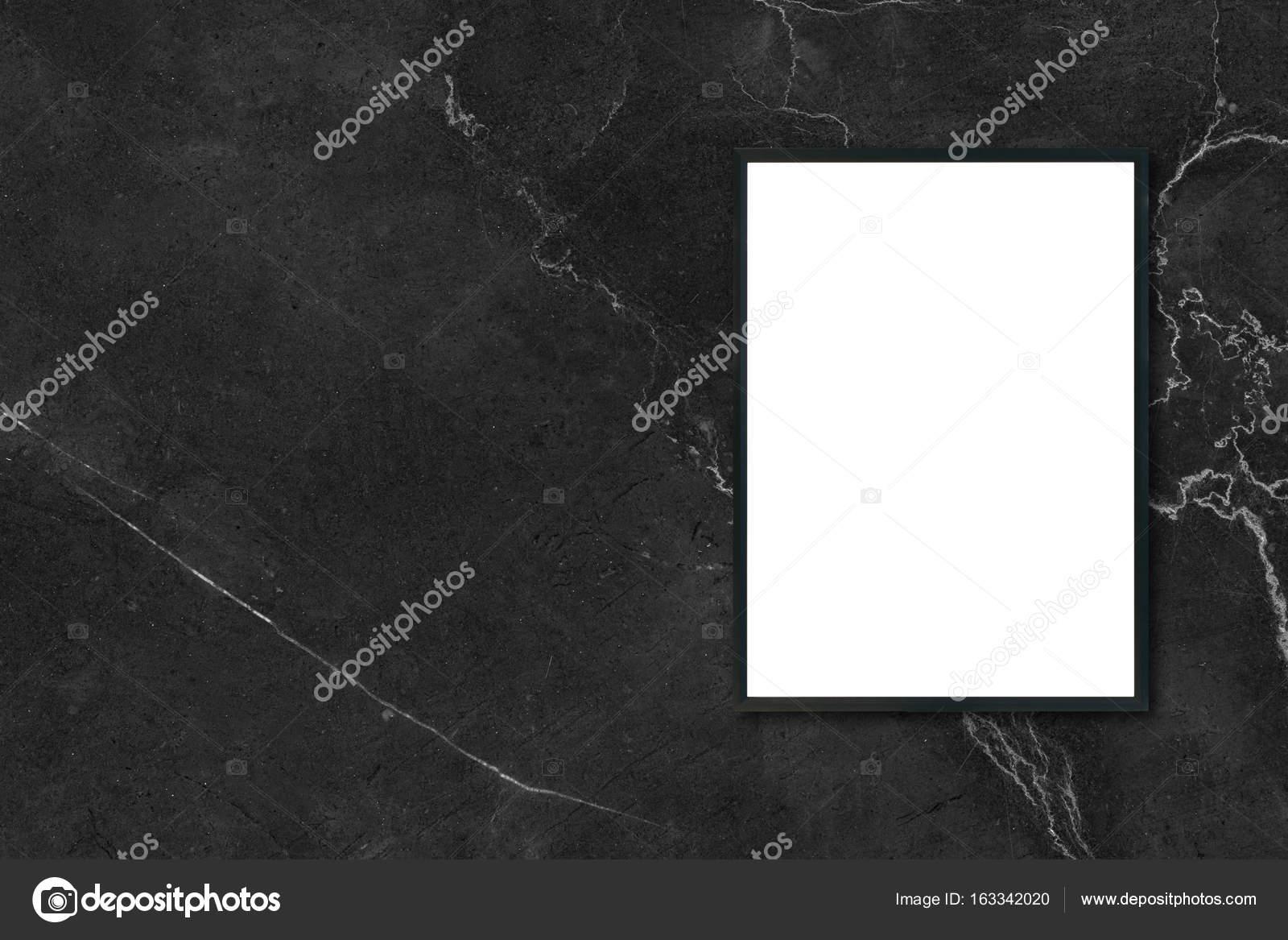 Mock-up leere Plakat Bilderrahmen hängen schwarze Marmor Wand im ...