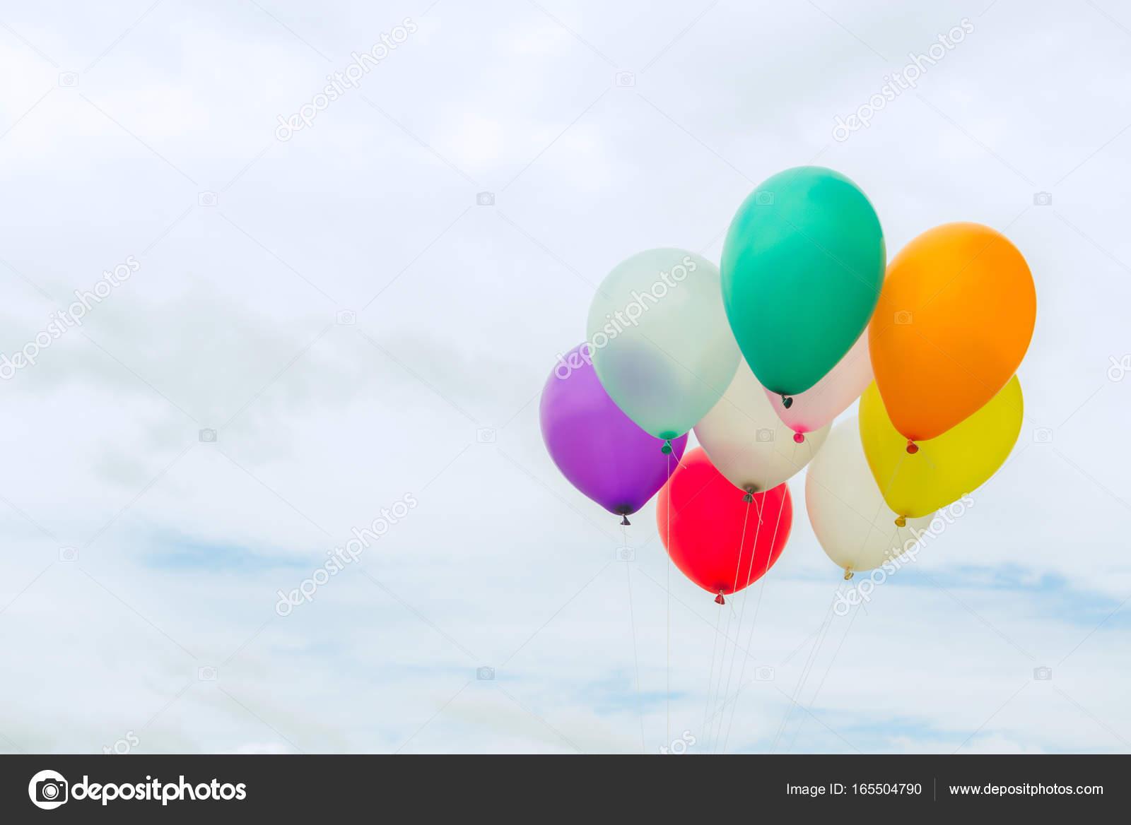 Viele Bunte Luftballons In Den Blauen Himmel Konzept Der Liebe Im