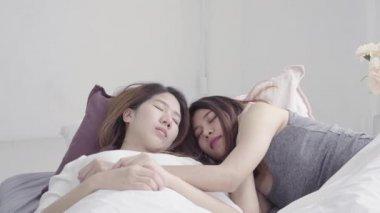Чемпионат лесби видео, русскую пьяную трахают поочередно в жопу