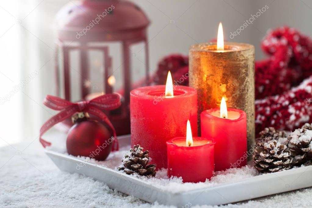 Decorare Candele Di Natale : Candele di natale con pigne lanterna decorazione di natale e