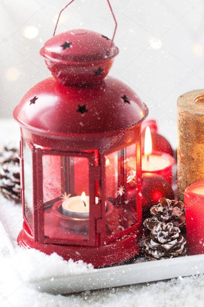 Decorazioni Natalizie Con Pigne E Candele.Lanterna Di Natale Con Candele Neve Decorazioni Natalizie