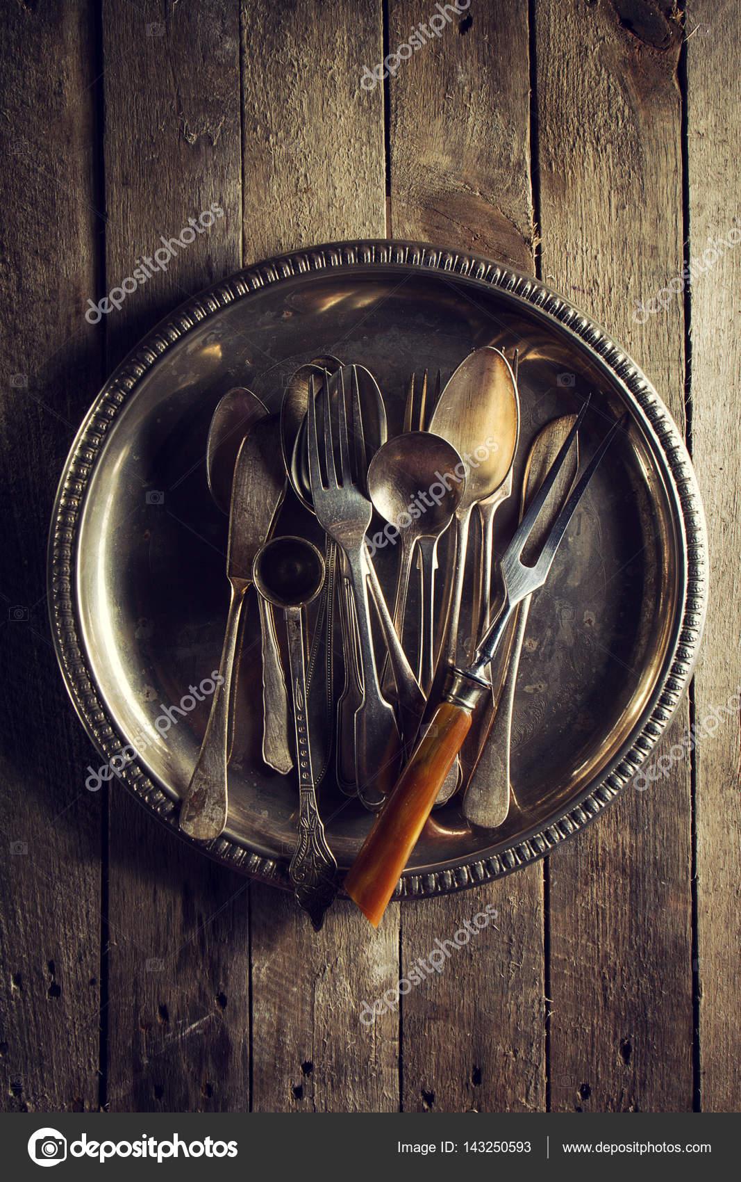 Dell\'annata vecchi utensili da cucina rustica forchette cucchiai e ...